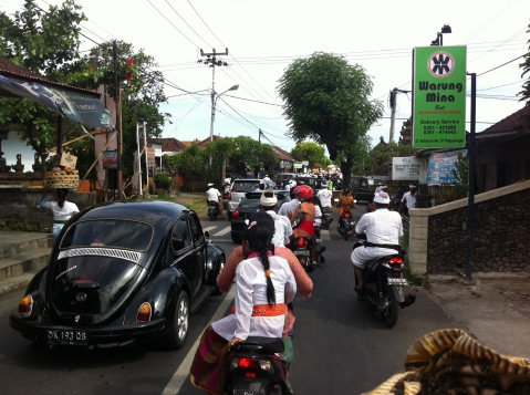 Traffic jam on the way to the temple